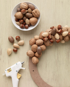 making a nut wreath
