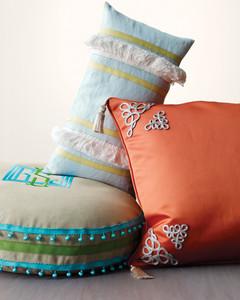 mld105556_0410_pillows2.jpg