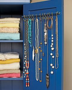 necklace-hooks-md107966.jpg
