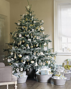 ml012_hol08_glitter_tree.jpg