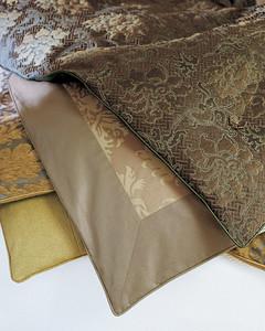 mla103516_0908_comforter.jpg