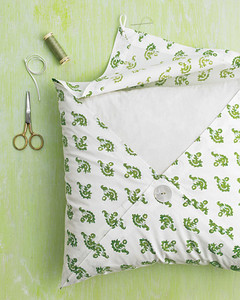 mld103497_0808_pillow_ht1.jpg
