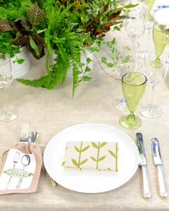 6002_091310_tablesetting_1.jpg