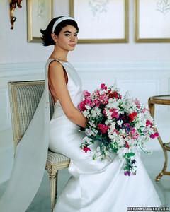 a98765_sum01_seat_w_bouquet.jpg
