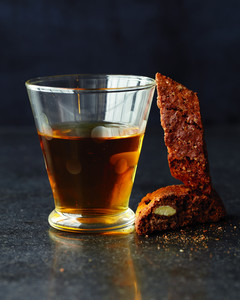 biscotti-with-wine-md108188.jpg