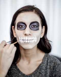Halloween Make Up Skelet.Skeleton Makeup Martha Stewart