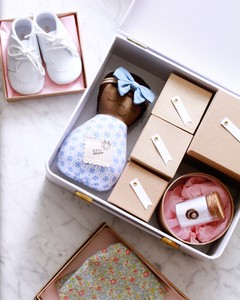 items for a baby keepsake box