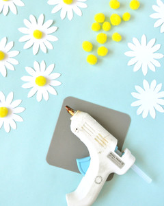 glue gun poms paper daisy chain