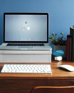 desk-detail-keyboard-207-md110720.jpg