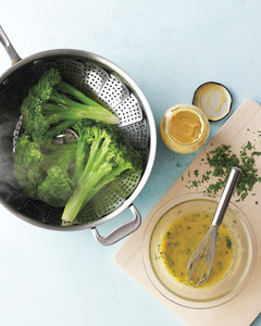 sea-broccoli-med108749-006a-steam.jpg