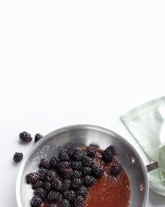 blackberry-skillet-cake-2-med108588.jpg