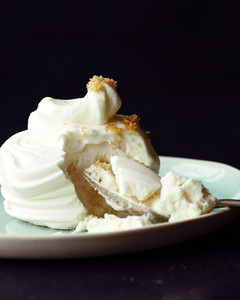 meringues-with-vanilla-cream-md108188.jpg