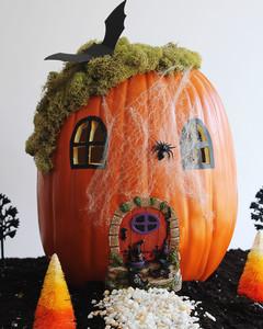 halloween-pumpkin-fairy-garden