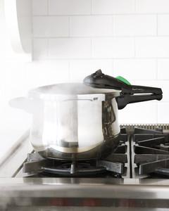 edf-loves-pressure-cooker-med108749-001a.jpg