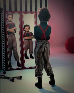 fun-house-mirrors-boy-005-009-comp-md109073.jpg