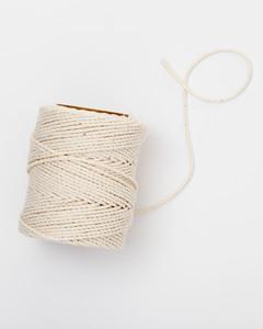string-hardware-jewelry-glossary-021-ld110089.jpg