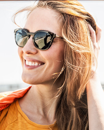 woman wearing sunglasses under the sun