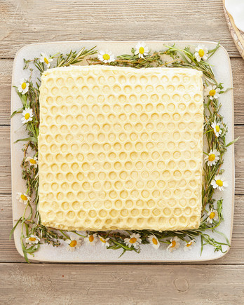 honeycomb cake with floral garland