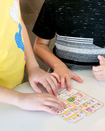 kids piecing together a puzzle