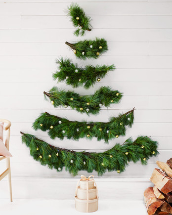 wall Christmas tree idea for small spaces