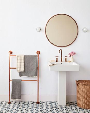 copper-pipe towel ladder in bathroom