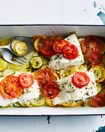 baked fish with summer squash topped with sliced tomatoes