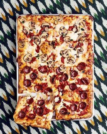 pepperoni mushroom pizza