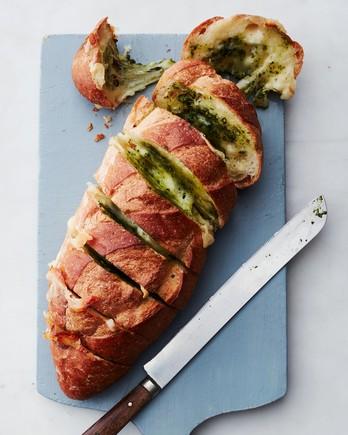 pull-apart cheesy pesto bread