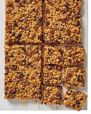 chocolate-cherry granola bars