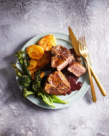 Pepper-Crusted Lamb with Roasted Vegetables