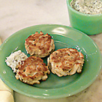 Maryland Crab Cakes with Horseradish Tartar Sauce