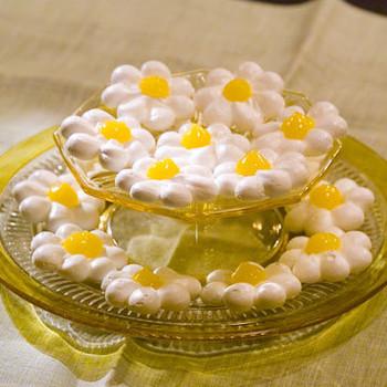 Meringue Daisies