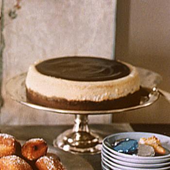 Vanilla Cheesecake with Chocolate Glaze
