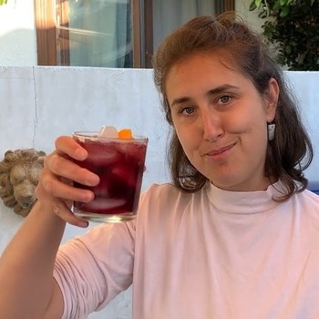 How to Make Red Wine Spritzer