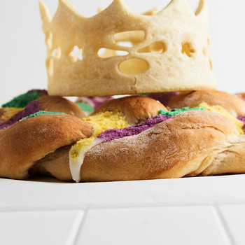Make a Pastry Crown Worthy of a Mardi Gras King Cake