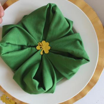 如何让一个四叶苜蓿餐巾折叠