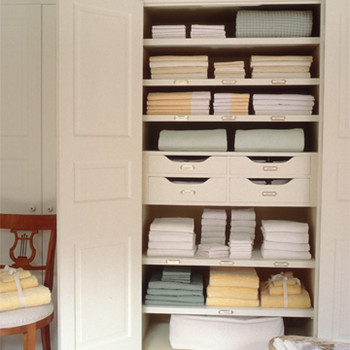 How to Expertly Organize Your Linen Closet