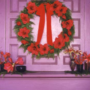Faux-Amaryllis Wreath