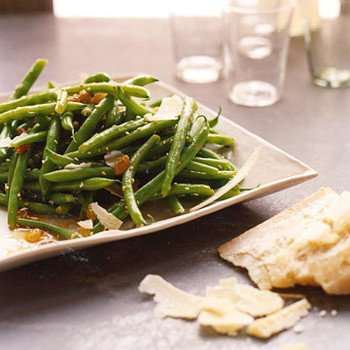 Green Beans with Golden Raisins