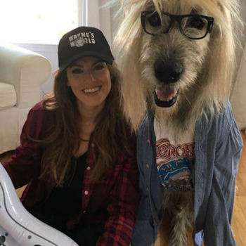 "Everyone's Talking About This Woman and Her Dog in ""Wayne's World"" Halloween Costumes"