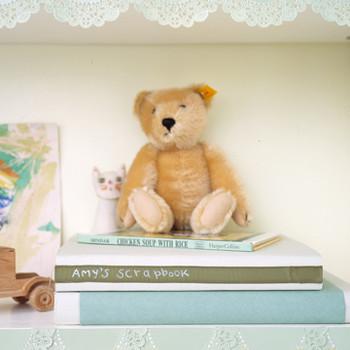 Doily-Edged Shelves