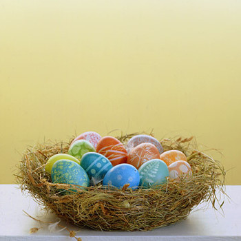 Easter Eggs by the Dozen: Easter Centerpiece