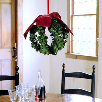 Mistletoe: Hanging Ball How-To