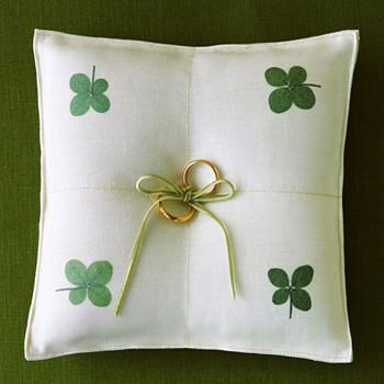 Clover Ring Pillow