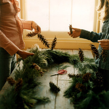 Simple Pinecone Ornaments