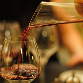 "Are You Serving Wine the ""Right"" Way? 3 Rules to Help You Pour Like a Pro"