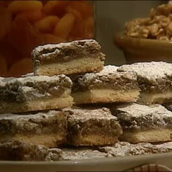 How to Make Apricot Squares