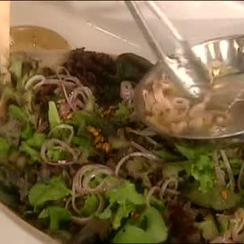 How to Make Pumpkinseed Salad