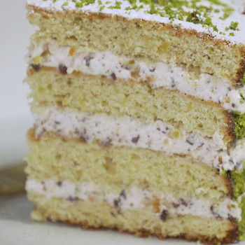 Watch: Pistachio Cannoli Cake