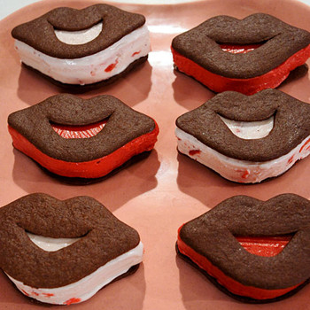 Lip-Shaped Ice Cream Sandwiches